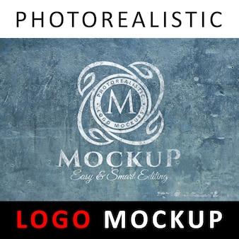 ロゴモックアップ - 白古い壁にペイントされたロゴ