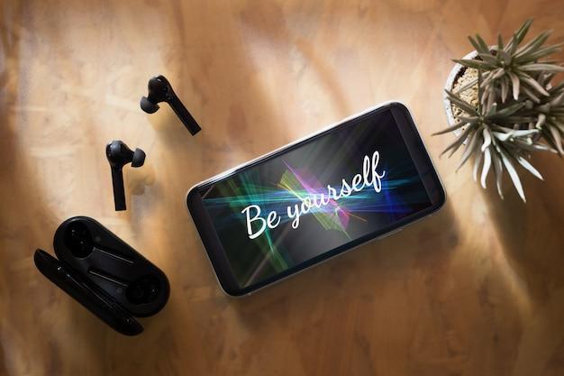 あなたのインスピレーションを与える引用のためのモックアップ携帯電話。