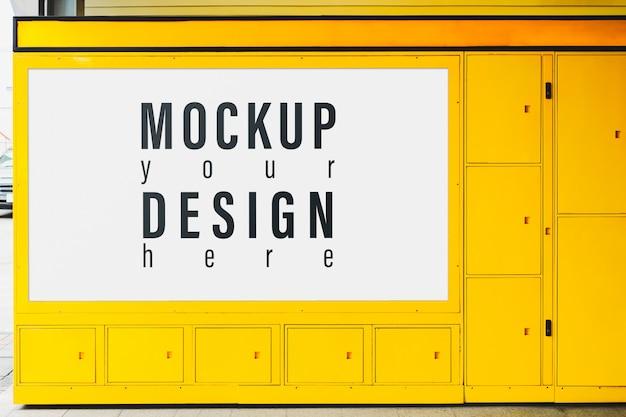 黄色のロックボックスに広告を掲載するためのビルボードモックアップ。