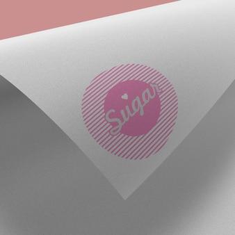 紙の上のモダンな美しいロゴモックアップ