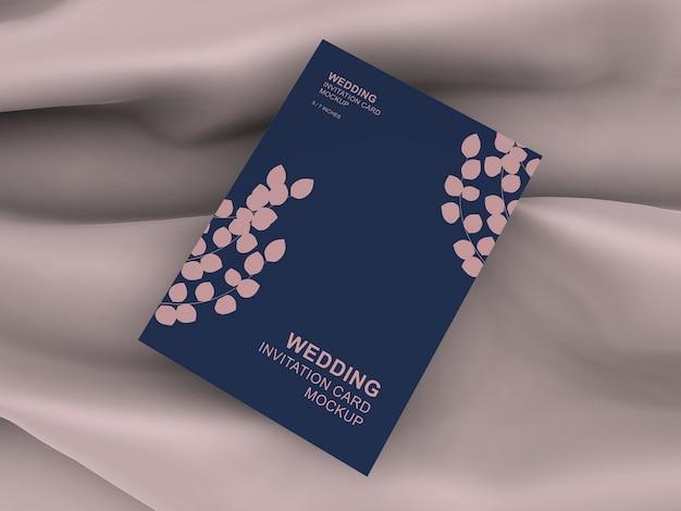 エレガントなポートレートカード結婚式招待状カードモックアップ