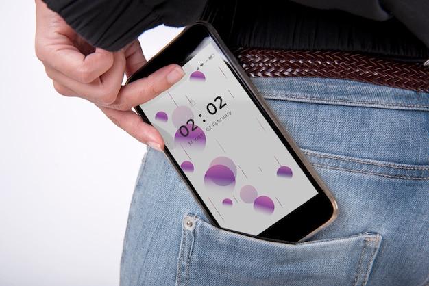 ジーンズのポケットにスマートフォンのモックアップ