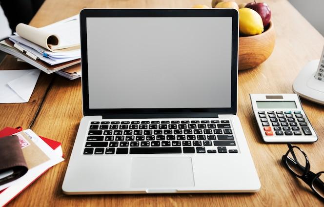 Макрофотография ноутбука с пустой экран