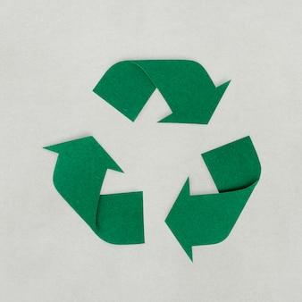 リサイクルアイコンのペーパークラフトデザイン