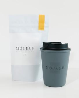 コーヒーショップのモックアップのパッケージ化