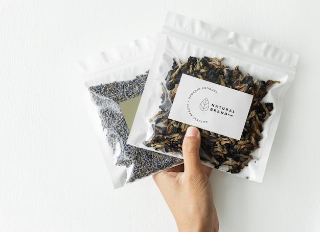 有機茶のブランディングとパッケージングのモックアップ