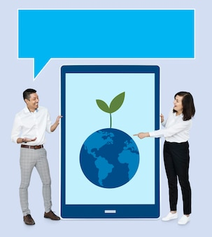 エコ・コンセプトを提示する実業家