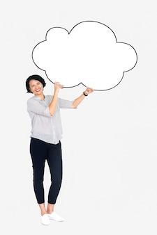 空白の白い雲を見せて陽気な女性