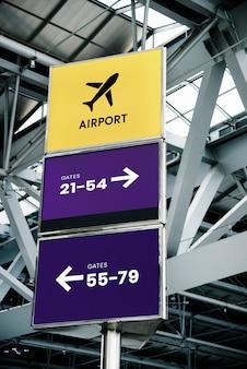 航空会社のロゴのための空港サインモックアップ