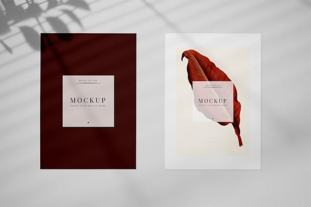 招待カードのモックアップと葉