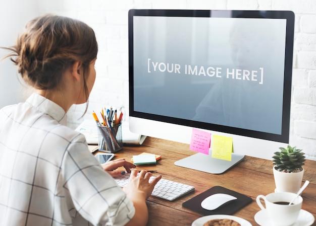 空白のコンピューター画面