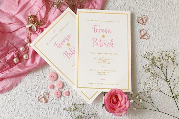 結婚式の招待カードのモックアップ