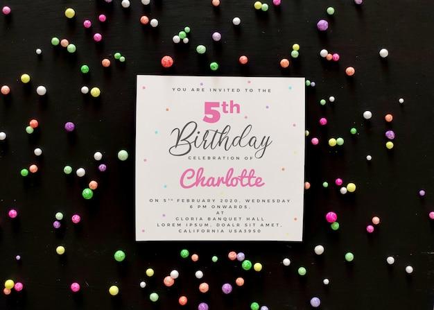 誕生日の招待カードのモックアップ