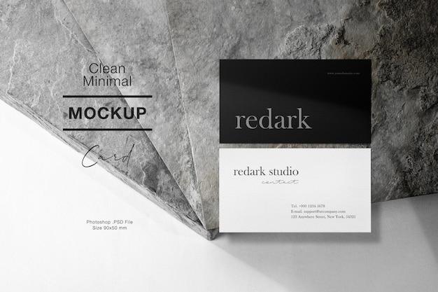 Чистый минимальный макет визитной карточки на серый камень и светлая тень.
