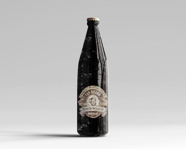 アンバーガラスビールボトルモックアップ水滴 - 正面から