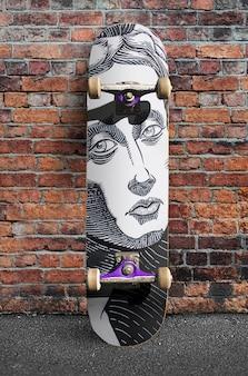 ストリートシティアウトドアスケートボードのモックアップ