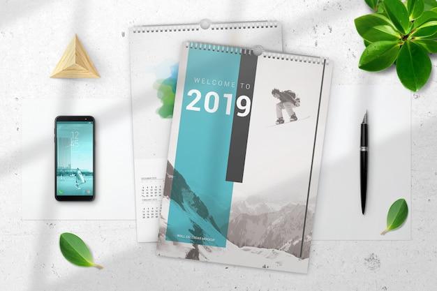 Вид сверху макет двух настенных календарей