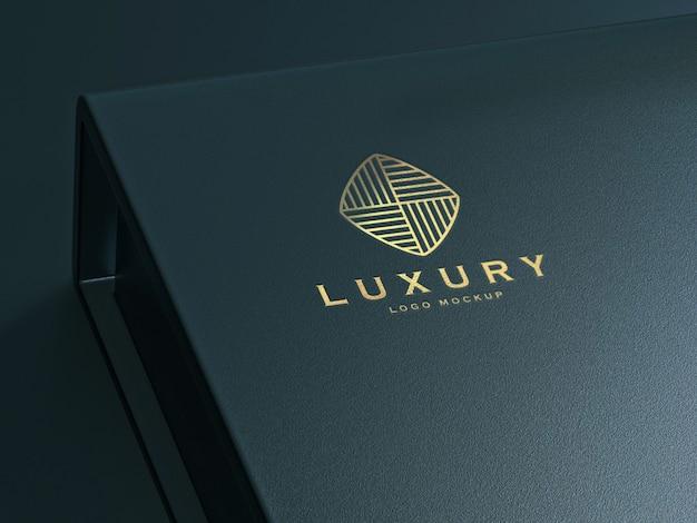 Реалистичный золотой роскошный логотип-макет