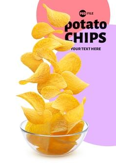 Картофельные чипсы падают в знамя стеклянной чаши