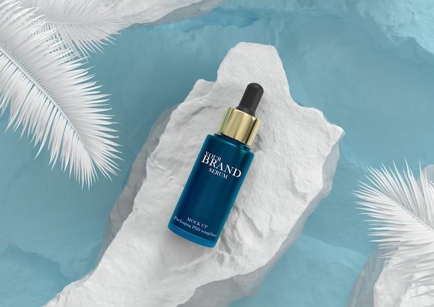 青い水のバックグラウンドでのスキンケア保湿化粧品プレミアム製品