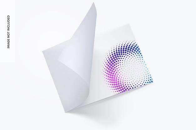 横型二つ折りパンフレットのモックアップ