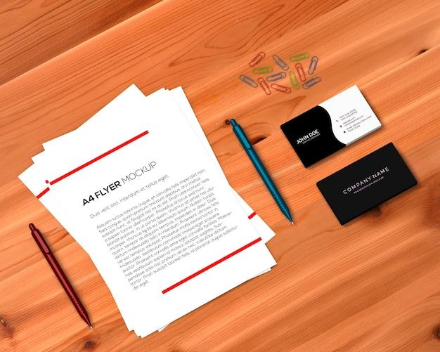 Концепция канцелярских товаров с макетами a4 flyer