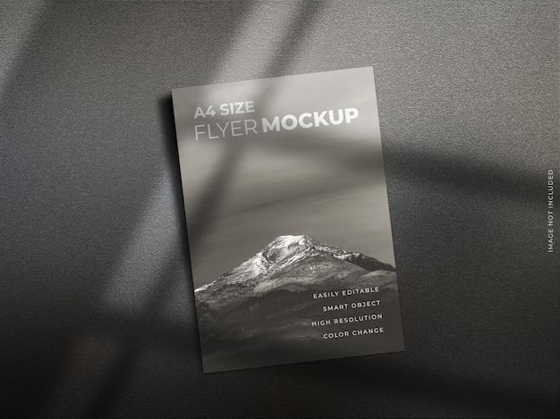 A4サイズのチラシパンフレットポスターカバーページまたはリーフレットモックアップ