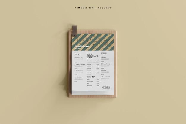 나무 보드 모형에 a4 크기의 음식 메뉴