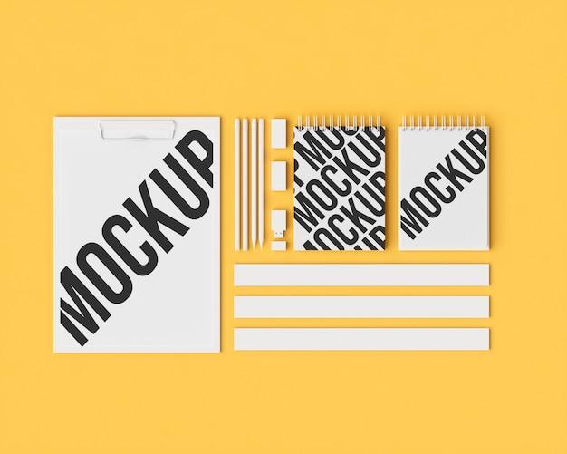 オフィスセットモックアップa4とメモ帳のアーカイブ