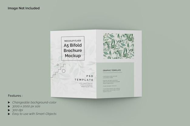 Мокап брошюры a5 bifold