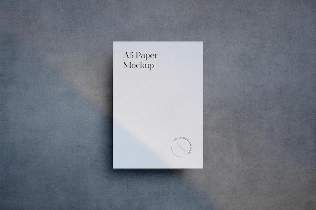 Сцена из бумажного макета формата a5 с наложением теней
