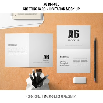 プロフェッショナルa6 bi-fold greeting card mockup