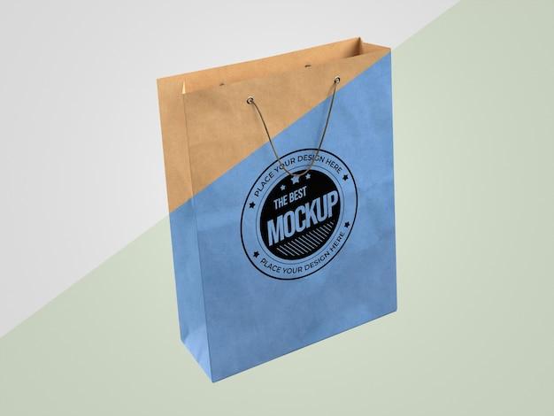 紙袋と抽象的なモックアップ商品