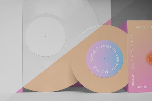 パッケージのモックアップと抽象的なレトロなビニールディスク
