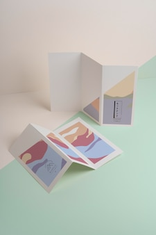 抽象的な形のパンフレットのモックアップ 無料 Psd