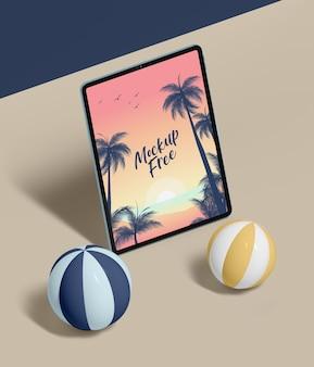 タブレットで抽象的な夏のコンセプト