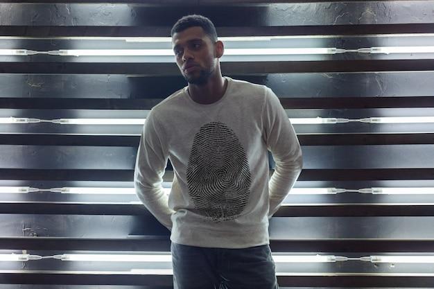 아프리카 남자 스웨터 모형