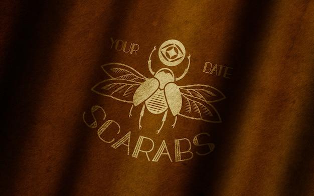 Макет логотипа из состаренной кожи с золотым логотипом