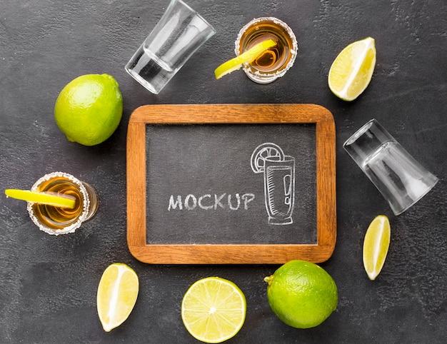 칠판 모형과 알코올 음료