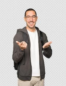 彼の指であなたを指している驚いた学生