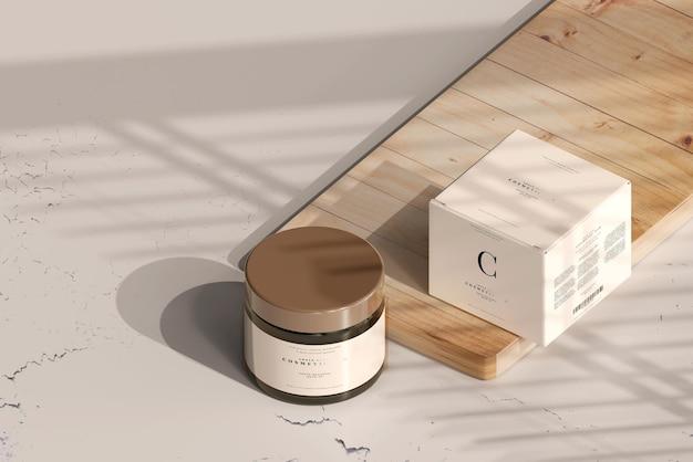 琥珀色のガラス化粧ジャーとボックスのモックアップ