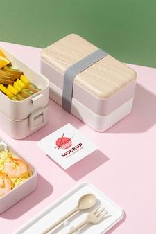 Disposizione del bento box con carta mock-up
