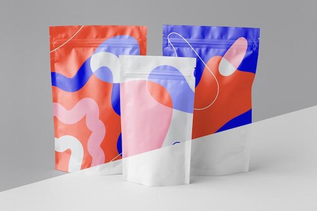 Disposizione di doypack mock-up colorati