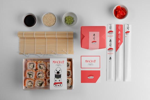Disposizione di fast food giapponese con confezione mock-up