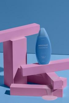 Disposizione di cosmetici mock-up con elementi di fusione
