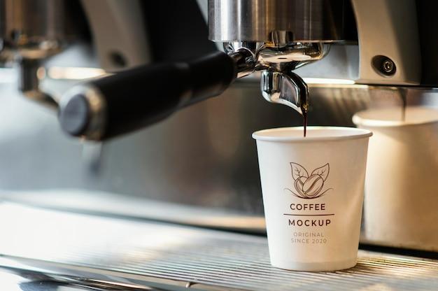 コーヒーカップのモックアップの配置