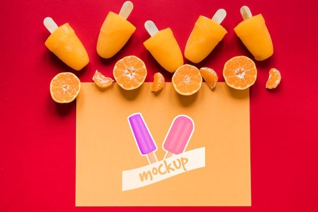 モックアップカード付きの新鮮なアイスキャンディーのアレンジメント