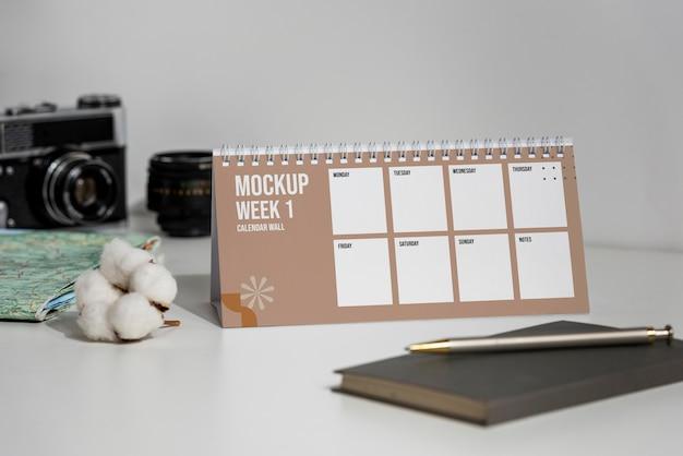 屋内でのモックアップカレンダーの配置