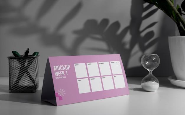 Обустройство макета настольного календаря в помещении Бесплатные Psd