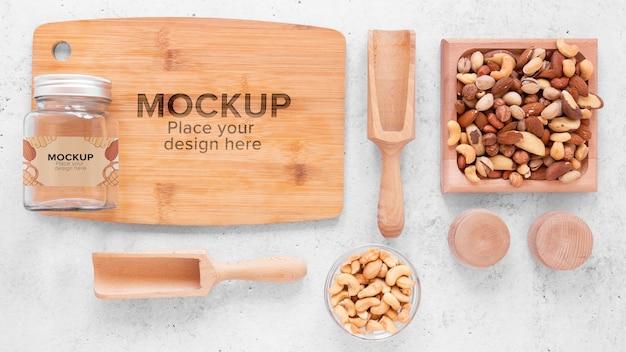 木の板のモックアップでナッツの配置